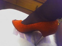 05-01-07_red shoe